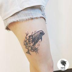 """좋아요 1,618개, 댓글 7개 - Instagram의 kamangtattoo • 까망타투 디자인 • 수원타투(@kamangink)님: """"dolphin tattoo . . #dolphintattoo #flowertattoo #kamangtattoo #tattoo #tattoos #tattooartist…"""""""