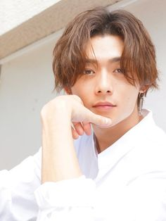 In the winter of men's hair turns into fashionable by dividing the center! A collection of men's styles with a sense of comfort – Hair Style Japan Hairstyle, Bts Hairstyle, Asian Men Hairstyle, Asian Hair, Permed Hairstyles, Summer Hairstyles, Cool Hairstyles, Messy Short Hair, Boys With Curly Hair