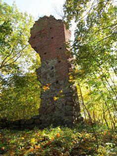 Jest to jedyny zamek w powiecie mrągowskim, obecnie zostały tylko ruiny.  www.it.mragowo.pl