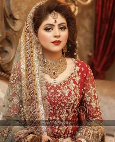Throwing it back to the most gorgeous bride 😍😍😍😍😍 via ✨ Asian Bridal Wear, Pakistani Bridal Makeup, Pakistani Wedding Outfits, Bridal Outfits, Indian Bridal, Pakistani Dresses, Bridal Dupatta, Indian Sarees, Pakistan Bride