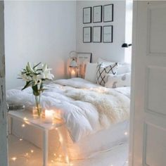 Room inspiration Beautiful Aesthetic Bedroom Design ideas For Your Home Part 42 ; Room Ideas Bedroom, Bedroom Decor, Bedroom Inspo, Design Bedroom, Bed Room, Teen Bedroom Designs, Comfy Bedroom, Bedroom Inspiration, Small Apartment Bedrooms