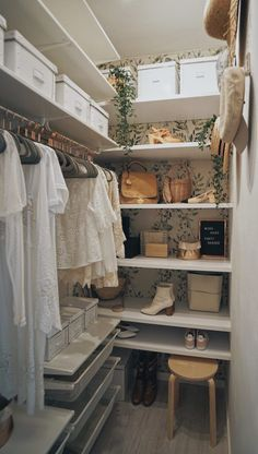 32 Amazing Closet Organization Ideas The Secrets of an Organized Room pin description WALK-IN CLOSET tico MD decoraci n ideas para la casa myhome On top Macarena Gea Walk In Closet Small, Walk In Closet Design, Small Closets, Closet Designs, Small Master Closet, Reach In Closet, In The Closet, Spare Room Walk In Closet, Long Narrow Closet