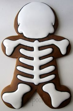 A few weeks ago I was out looking around at Cost Plus World Market . I saw this really cool jumbo gingerbread man. I figured it would be fu. Bolo Halloween, Halloween Cakes, Halloween Treats, Fall Cookies, Iced Cookies, Royal Icing Cookies, Halloween Cookies Decorated, Halloween Sugar Cookies, Decorated Cookies