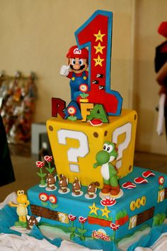 Super Mario Bros themed party One of the two Fondant cakes we had specially made… Super Mario Bros, Super Mario Torte, Super Torte, Bolo Do Mario, Bolo Super Mario, Mario Bros Kuchen, Mario Bros Cake, Mario Birthday Cake, Super Mario Birthday