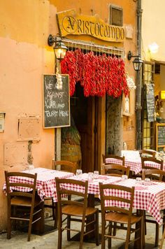 Trattoria in Trastevere, Rome, Italy. Eat here for great food and inexpensive prices.
