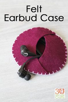 DIY Felt Earbud Case - this little earbud case is super simple to stitch up, and. - DIY Felt Earbud Case – this little earbud case is super simple to stitch up, and so handy! The perfect way to store your earbuds and keep cords from getting tangled! Easy Felt Crafts, Felt Diy, Crafts With Felt, Fall Crafts, Holiday Crafts, Hand Sewn Crafts, Quick Crafts, Simple Crafts, Kids Crafts