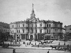 І останнє питання. Як відомо на стародавніх Лядських воротах фігури архангела Михаїла не було. Але вона була на іншій будівлі, яка простояла в Києва до 1941 року. Про яку будівлю мова?