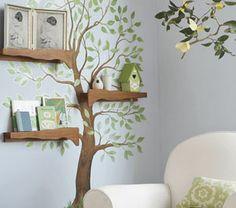 Un albero in casa? Con la casettina per i passerotti?  Se non lo trovate geniale lo troverete sicuramente poetico