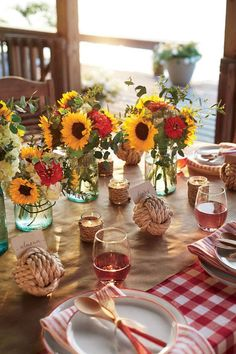 The Decor - Coastal Shrimp Boil Party - Southernliving. No-fuss flowers, casual votives, and chilled rosé set the simple yet enchanting scene. Shrimp Boil Party, Seafood Boil, Sunflowers And Roses, Daisies, I Do Bbq, Barn Parties, Bbq Party, Backyard Bbq, Partys