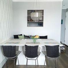 Adorei a ideia do marido de girar a mesa de jantar. É bom mudar de vez em quando, mesmo que tenha sido apenas um detalhe já dá deu um novo ar no apê! 😍 #meuapê @brunadalcin ☺️ Obrigado amor @claudiocesar_ Amei!