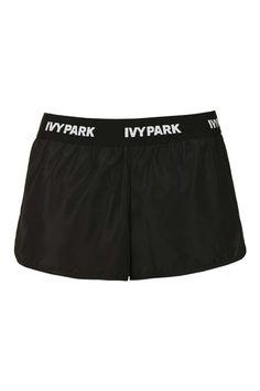 """Pin for Later: Beyoncé's """"Ivy Park"""" Kollektion für Topshop ist da  Laufshorts mit Logo-Print am Bund von Ivy Park (28 €)"""