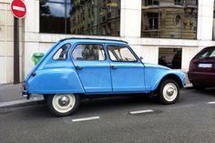 Pour ce samedi, une Citroën Dyane bleue