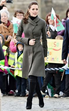 Just a pretty style | Latest fashion trends: Celebrity look | Chic deep grey coat dress on Kate Middleton