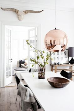 White base + rustic elements + shiny metallic accent piece + black lines + bit of greenery + dash of brown - seems to be the secret recipe for 'warm minimalism'.