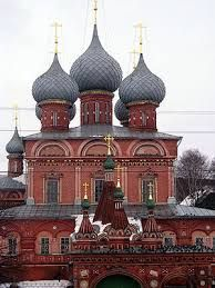 1 This roof style has a bulbous, domelike roof ending in a sharp point. It is seen on Russian churches or within Indian cultural buildings.