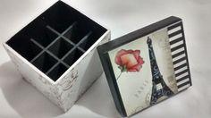 Caixa de MDF com pintura e decoupagem. <br>Com divisões para 9 batons. <br>Medidas 10x11cm