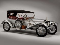 Douglas Fairbanks's car, a Silver Ghost Rolls Royce.He gives Jessie a ride home from the police station.