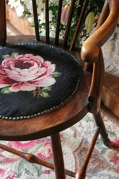 Sunshine Home Decor: Kanaviçe Sandalye model,Free cross stitch pattern Sunshine Homes, Estilo Shabby Chic, Granny Chic, Rose Cottage, Chair Cushions, Chair Pads, Needlepoint, Sweet Home, Cross Stitch