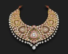 Statement bridal necklace complete with pearl and kundan. Indian bridal fashion.