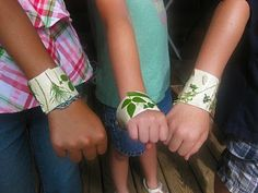 Next time you go on a nature walk with the kids, loosely wrap some clear packing tape or white duct tape around their wrist. As they collect little things from nature (leaves, tiny rocks, etc), they can stick the items to the tape and make a very cool nature bracelet ! My kids had a lot of fun doing this with their cousin. Don't the bracelets look fab?