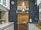 Reforma uniu cozinha e sala do apartamento do jovem executivo. Publicada na revista Minha Casa