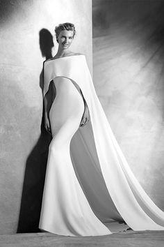 [NOVIAS] Luce tu mejor vestido de novia con Pronovias colección alta costura 2016  #Modalia | http://www.modalia.es/novias/10830-vestido-novia-pronovias-alta-costura-2016.html