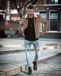 - Fall combo inspiration with a brown shearling lined trucker jacket black t-shirt distressed denim brown leather boots necklace watch Best Mens Fashion, Daily Fashion, Fashion Fall, Best Fashion Photographers, Winter Outfits Men, What To Wear Today, Men Style Tips, My Guy, Stylish Men
