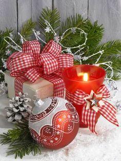 By Éphémeride seasonal calender Merry Christmas Images, Magical Christmas, Merry Little Christmas, Christmas Candles, Christmas Bells, Christmas Pictures, Christmas Colors, Christmas Greetings, All Things Christmas