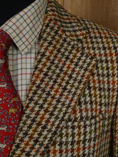 Lapel detail from 1960s vintage houndstooth check Harris Tweed jacket.