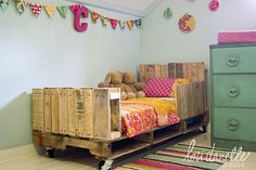 Do It Yourself Projects Using Pallets: Not sure how I feel about this bed for Brigham's cowboy themed room, but I think it has potential...