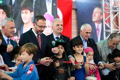 Ümraniye'nin ilk yarı olimpik yüzme havuzu, Gençlik ve Spor Bakanı Mehmet Kasapoğlu'nun da katıldığı bir programla hizmete açıldı. Maine