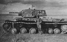 Heavy tank KV-1E in German service PzKpfw KV-1 756(r) / Czołg ciężki KW-1E wcielony do niemieckiej armii pod oznaczeniem PzKpfw KW-1 756(r)