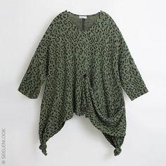 SEELENLOOK #NEWS  Weiter Zipfel-Oberteil von #Turbulence Feinstrick. Im Shop ansehen: https://seelenlook.de/damenmode-neuheiten #Lagenlook #Plussize #Oversize #Fashion #Mode #Style