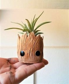 Groot planter gift set I am Groot air plant holders baby Groot Rocket the raccoon desk planter character planter Baby Groot, Clay Projects, Clay Crafts, Ceramics Projects, Art Crafts, Deco Gamer, Handmade Home, Handmade Items, Unique Valentines Day Gifts
