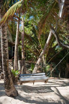 Corn Islands, des îles paradisiaques au Nicaragua (Detour Local) -> Rien de tel qu'une balançoire accrochée à un palmier www.detourlocal.com/corn-islands-des-iles-paradisiaques-au-nicaragua/