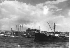 Χένρι Μίλλερ: Πρώτες Εντυπώσεις από την Ελλάδα. Τσιμεντοβιομηχανία ΤΙΤΑΝ από την θάλασσα New York Skyline, Travel, Viajes, Destinations, Traveling, Trips