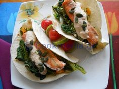 Tacos με σολομό και ταραμοσαλάτα - http://www.cookmania.gr/recipe/tacos-%ce%bc%ce%b5-%cf%83%ce%bf%ce%bb%ce%bf%ce%bc%cf%8c-%ce%ba%ce%b1%ce%b9-%cf%84%ce%b1%cf%81%ce%b1%ce%bc%ce%bf%cf%83%ce%b1%ce%bb%ce%ac%cf%84%ce%b1/