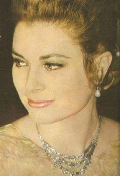 Splendid! - Another Grace Kelly Blog