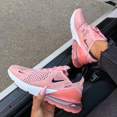 check out 82c2d 97f07 Cutest colour way so far  whatsurgirlwearing Zapatillas Nike Air, Zapatos  Nike Mujer, Zapatillas