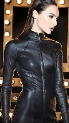 Sexy Gal Gadot in a black Leather Catsuit Gal Gardot, Gal Gadot Wonder Woman, Latex Fashion, Fashion Goth, Mode Inspiration, Beautiful Celebrities, Beautiful Women, Mannequins, Leather Jumpsuit