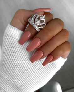 Want some ideas for wedding nail polish designs? This article is a collection of our favorite nail polish designs for your special day. Read for inspiration Classy Nails, Stylish Nails, Cute Nails, Pretty Nails, Nail Polish Designs, Cool Nail Designs, Acrylic Nail Designs, Nails Design, Wedding Nail Polish