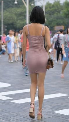 Sanlitun Street, beautiful buttocks: translucent bag hip skirt fashion sexy, body curves are fascinating - Snow News Beautiful Buttocks, Tights Outfit, Sexy Poses, Dressed To Kill, Beautiful Asian Girls, Tight Dresses, Skirt Fashion, Hot Girls, Mini