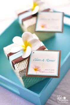 Great for destination tropical weddings - fine weave pandan boxes embellished with clay flowers, matching favor tag and ribbons. Wedding Pins, Wedding Boxes, Chic Wedding, Wedding Events, Wedding Themes, Wedding Flowers, Wedding Decorations, Kauai Wedding, Seaside Wedding