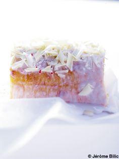 Recette Bras de gitan citron-chocolat blanc   : Préchauffez le four à th. 7/210°. Sortez la lèchefrite du four et posez une feuille de papier sulfurisé des...