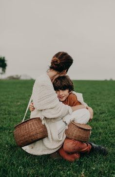 The Mama Chari & Mini Chari. A beautifully woven set of bags for mom & son or daughter. Be picnic-ready with these gems.