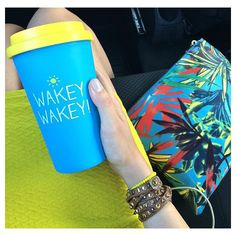 WAKEY WAKEY~ rise and shine☀️ loving these tropical vibes from @cobeg it's Tuesday people~ look sharp #haapyjackson #wakeywakey #travel #cup #travelmug #colour #tropical #loveit #handmodel #repost #instagood