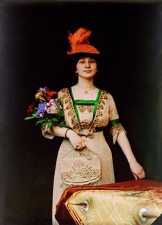 Women in Early Color Photography: 41 Stunning Pictures of Edwardian Beauties From Between the and ~ vintage everyday 1900s Fashion, Edwardian Fashion, Vintage Fashion, Women's Fashion, Medieval Fashion, Belle Epoque, Fashion Tips For Women, Fashion Advice, Vintage Photographs