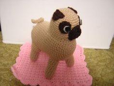 Pug Dog - Free Amigurumi Pattern here: http://lisalovesyarn.blogspot.com.es/2010/12/pug-amigurumi-crochet-pattern.html
