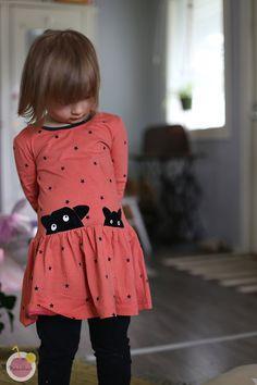 tyylikäs punainen mekko silityskuvilla