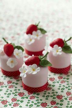 Mini Cakes by Cake Decorating Magazine